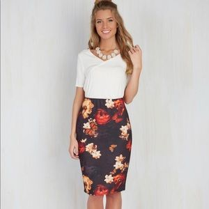 ModCloth floral skirt sz 10/Large